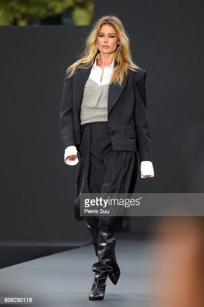 Doutzen Kroes walks the runway during the Le Defile L'Oreal Paris show as part of the Paris Fashion Week Womenswear Spring/Summer 2018 on October 1...