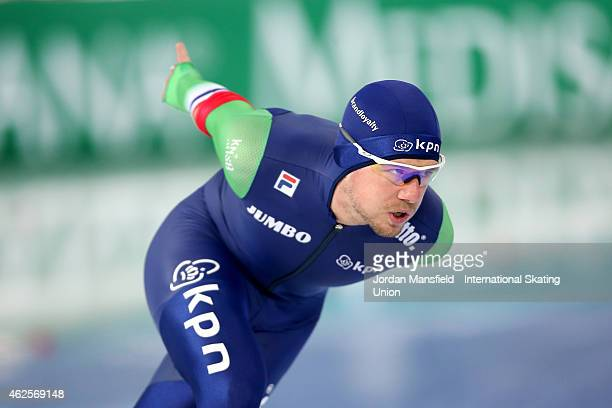 Douwe de Vries of the Netherlands competes in the 5000m Men Division A on day 1 of the ISU Speed Skating World Cup at the Hamar Olympic Hall on...