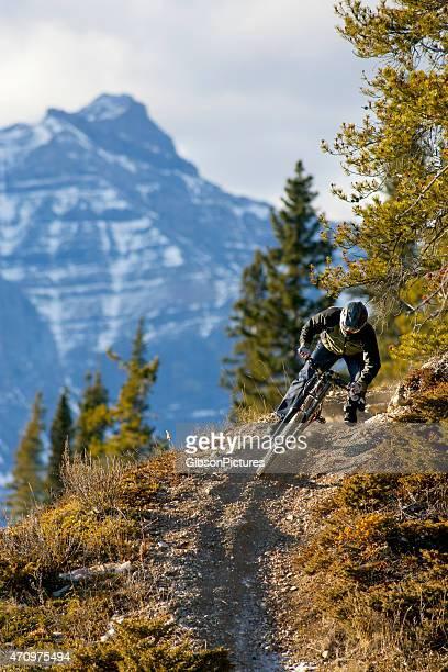 Vélo Cycliste descendant la montagne