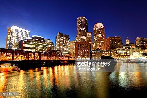 Vue du centre-ville de Boston, le long de la promenade du port