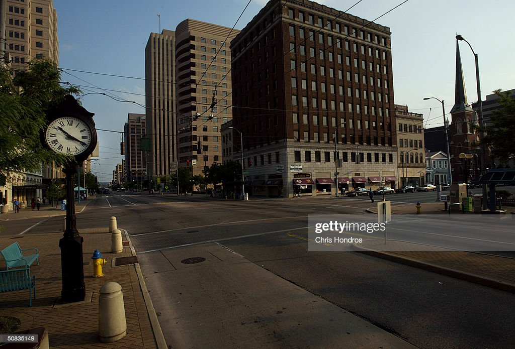 S NOTE REFER TO SPECIAL INSTRUCTIONS Downtown Dayton stands nearly empty of cars at rush hour May 11 2004 in Dayton Ohio Ohio's economic woes have...