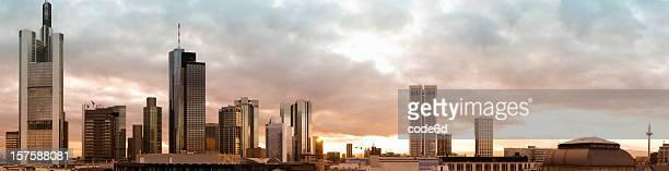 Die Innenstadt von Frankfurt, Deutschland, city panorama bei Sonnenuntergang