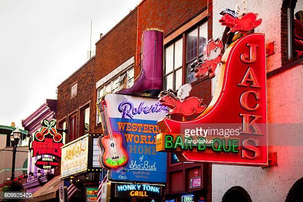 Downtown Nashville music entertainment establishments