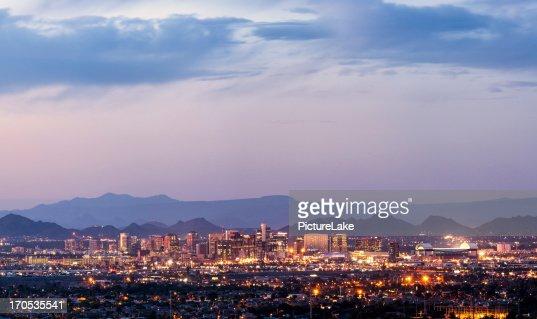 Le centre-ville de Phoenix, en Arizona, au crépuscule panorama
