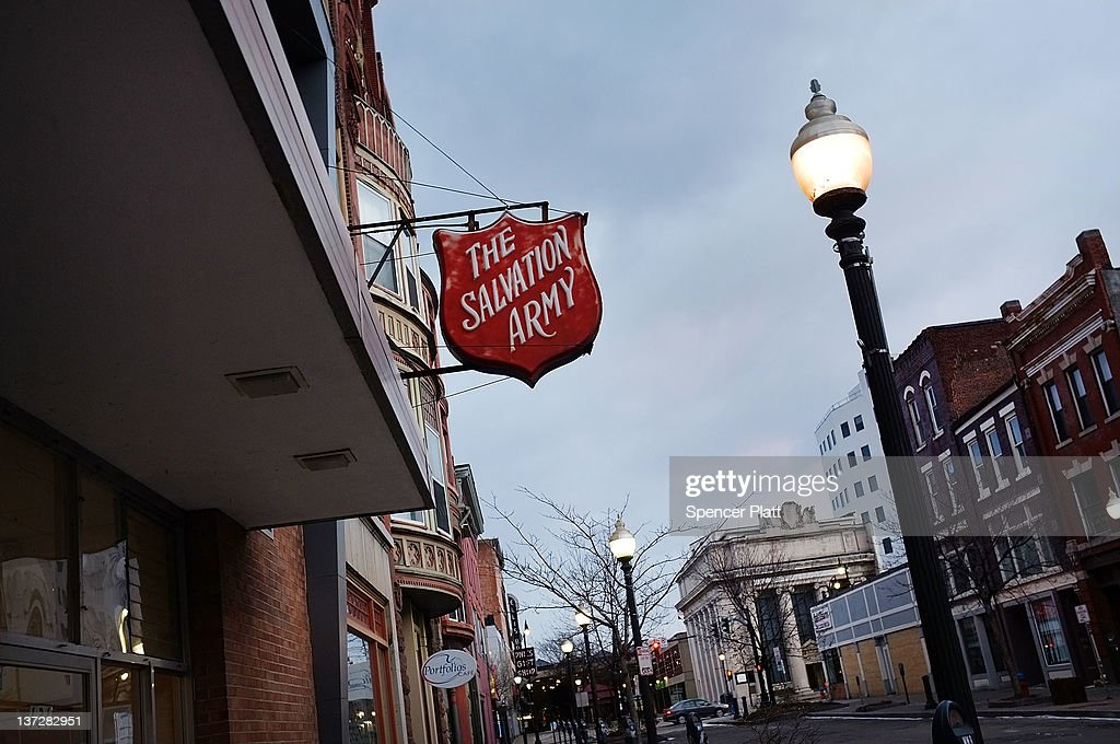 A downtown street is viewed in struggling Binghamton on January 18, 2012 in Binghamton, New York. Binghamton, in the Southern Tier of New York State, is at the epicenter of the hydraulic fracturing debate in the state. Hydraulic fracturing, also known as fracking, stimulates gas production by injecting wells with high volumes of chemical-laced water in order to free-up pockets of natural gas below. The process is controversial with critics saying it could poison water supplies, while the natural-gas industry says it's been used safely for decades. While New York State has yet to decide whether to allow fracking, economically struggling Binghamton has passed a drilling ban which prohibits any exploration or extraction of natural gas in the city for the next two years. The Marcellus Shale Gas Feld extends through parts of New York State, Pennsylvania, Ohio and West Virginia and could hold up to 500 trillion cubic feet of natural gas.