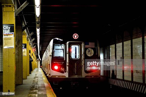 A downtown 'W' line train leaves the City Hall subway station in New York US on Thursday Nov 20 2008 The Metropolitan Transportation Authority the...