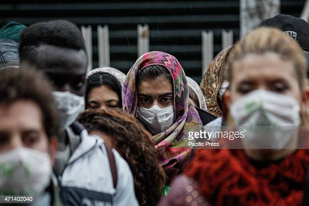 Dozens of students have found themselves in front of the University Palazzo Nuovo with their faces covered by masks for a flash mob against asbestos...