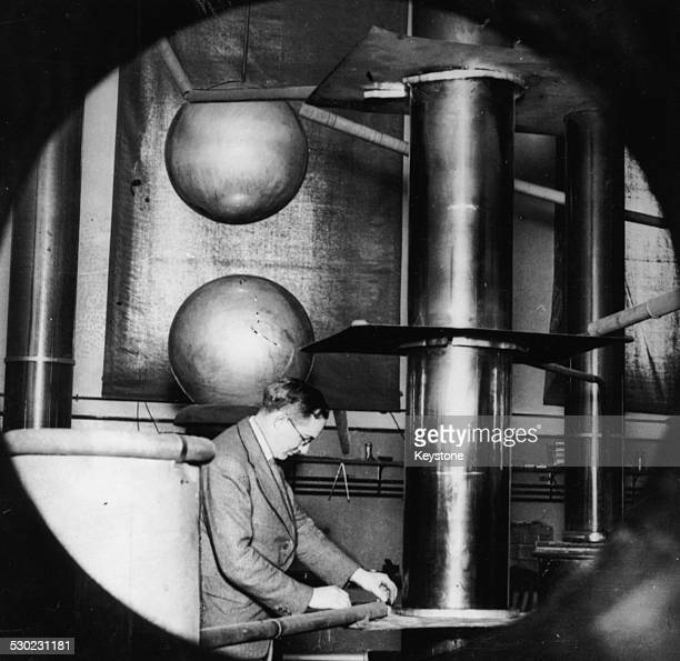 Dr Ernest Walton at work in his Cambridge laboratory where he and Dr Cockroft succeeded in splitting the atom England 1932