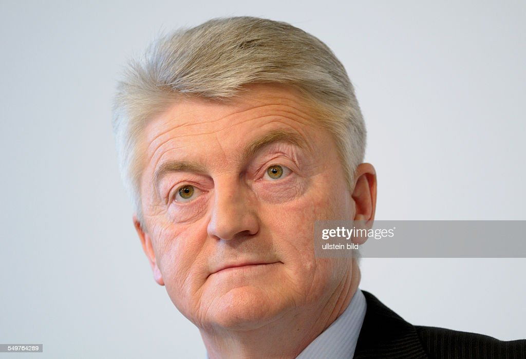 Dr. <b>Heinrich HIESINGER</b> , Vorstandsvorsitzender ThyssenKrupp AG - dr-heinrich-hiesinger-vorstandsvorsitzender-thyssenkrupp-ag-picture-id549764289