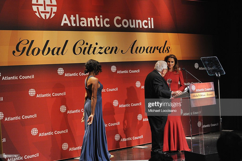 Dr. Henry Kissinger presents Queen Rania of Jordan with the Atlantic Council Global Citizen award during the 2013 Global Citizen Awards Ceremony on September 26, 2013 in New York City.