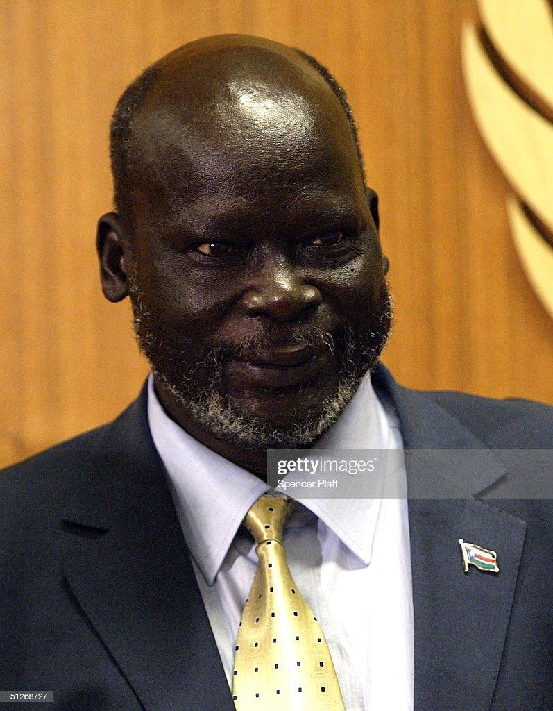 photos et images de kofi annan meets leader of sudan people s dr john garang leader of the sudan people s liberation movement attends a meeting