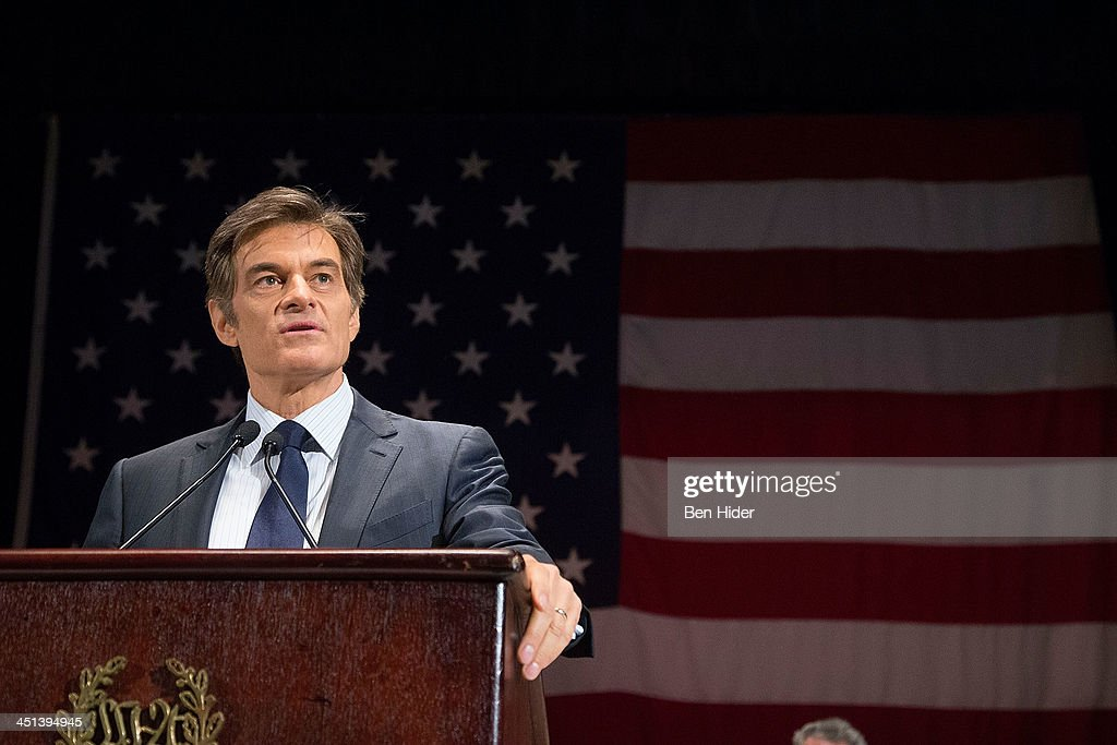 Dr. <a gi-track='captionPersonalityLinkClicked' href=/galleries/search?phrase=Mehmet+Oz&family=editorial&specificpeople=4175862 ng-click='$event.stopPropagation()'>Mehmet Oz</a> attends 2013 Federal Law Enforcement Foundation Luncheon at The Waldorf=Astoria on November 22, 2013 in New York City.