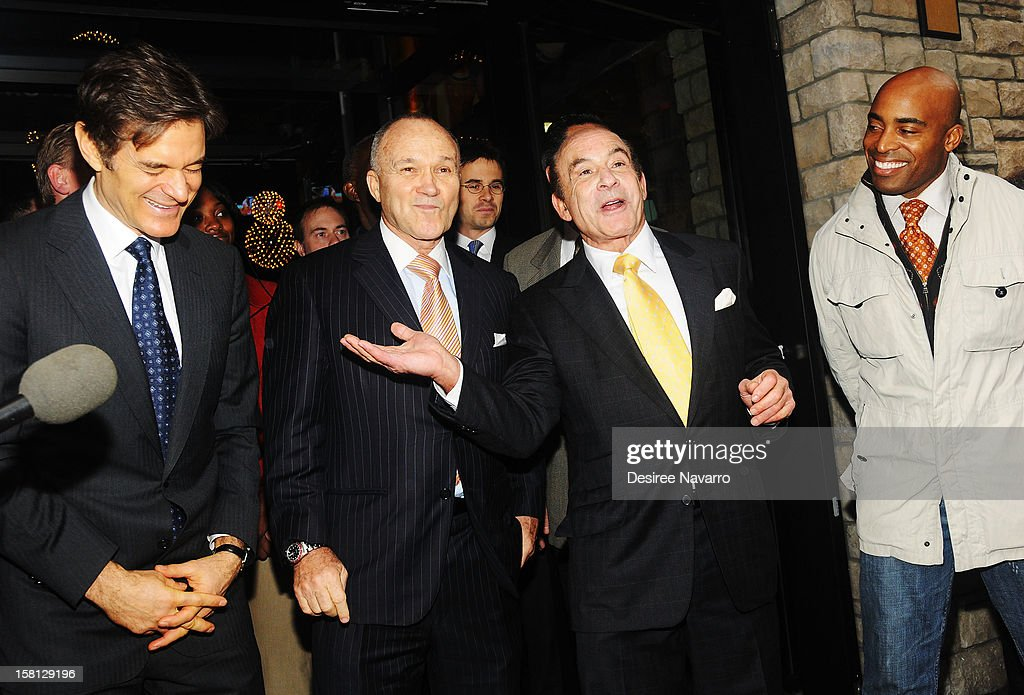 Dr. <a gi-track='captionPersonalityLinkClicked' href=/galleries/search?phrase=Mehmet+Oz&family=editorial&specificpeople=4175862 ng-click='$event.stopPropagation()'>Mehmet Oz</a>, New York Police Commissioner Ray Kelly, CEO of Apple-Metro Inc., Zane Tankel and <a gi-track='captionPersonalityLinkClicked' href=/galleries/search?phrase=Tiki+Barber&family=editorial&specificpeople=184538 ng-click='$event.stopPropagation()'>Tiki Barber</a> attend Green And Eco-Friendly Applebee's Ribbon Cutting Ceremony at Applebee's on December 10, 2012 in New York City.