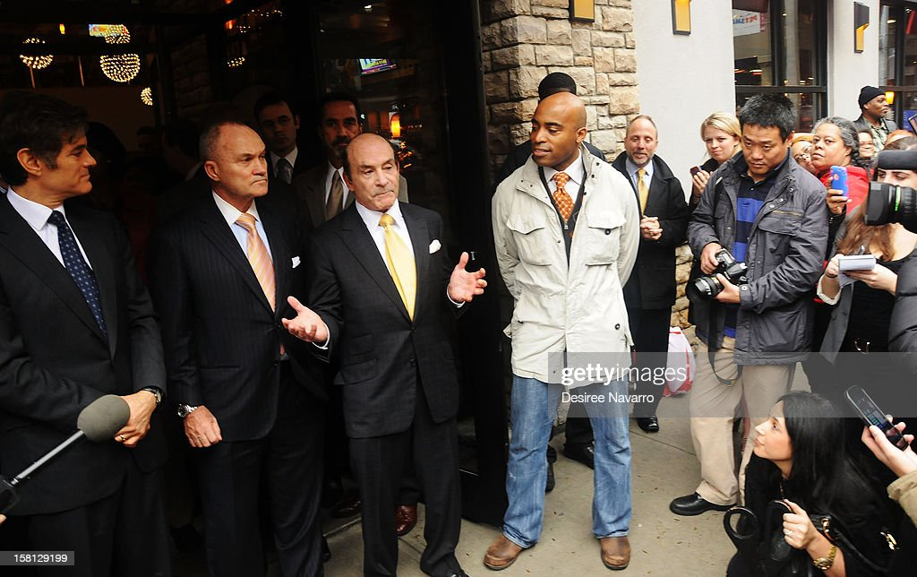 Dr. Mehmet Oz, New York Police Commissioner Ray Kelly, CEO of Apple-Metro Inc., Zane Tankel and Tiki Barber attend Green And Eco-Friendly Applebee's Ribbon Cutting Ceremony at Applebee's on December 10, 2012 in New York City.