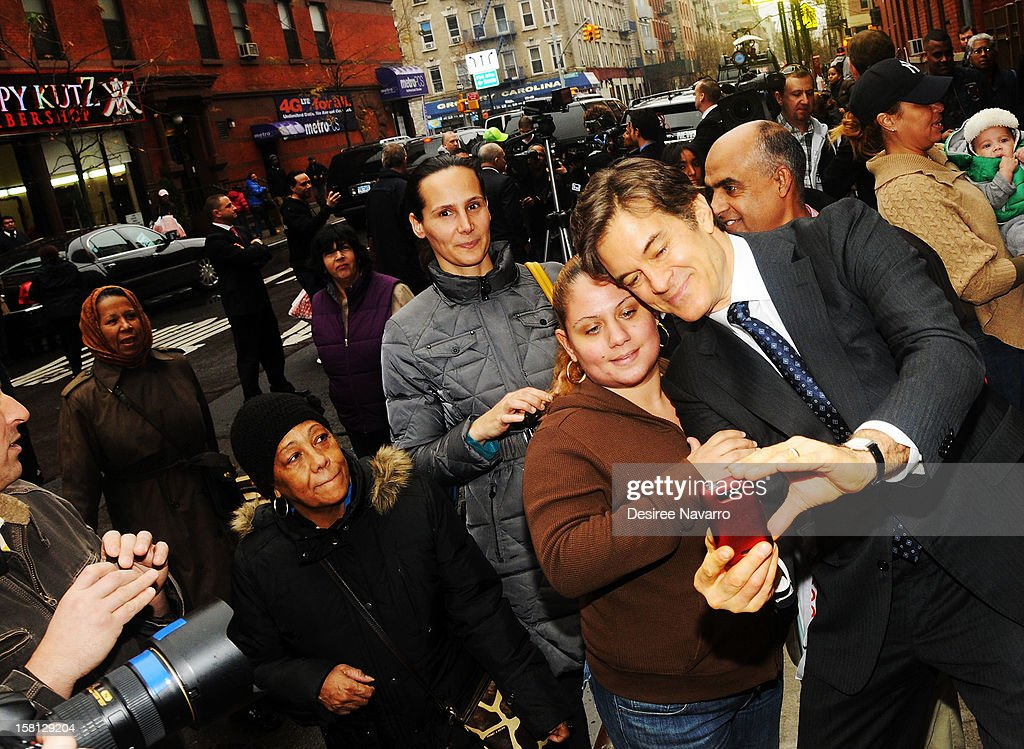 Dr. <a gi-track='captionPersonalityLinkClicked' href=/galleries/search?phrase=Mehmet+Oz&family=editorial&specificpeople=4175862 ng-click='$event.stopPropagation()'>Mehmet Oz</a> poses with fans at Green And Eco-Friendly Applebee's Ribbon Cutting Ceremony at Applebee's on December 10, 2012 in New York City.
