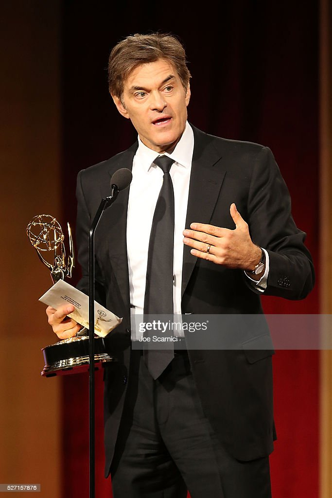 Dr. <a gi-track='captionPersonalityLinkClicked' href=/galleries/search?phrase=Mehmet+Oz&family=editorial&specificpeople=4175862 ng-click='$event.stopPropagation()'>Mehmet Oz</a> speaks onstage to accept the Emmy for Outstanding Talk Show Host/Informative at the 2016 Daytime Emmy Awards at Westin Bonaventure Hotel on May 1, 2016 in Los Angeles, California.