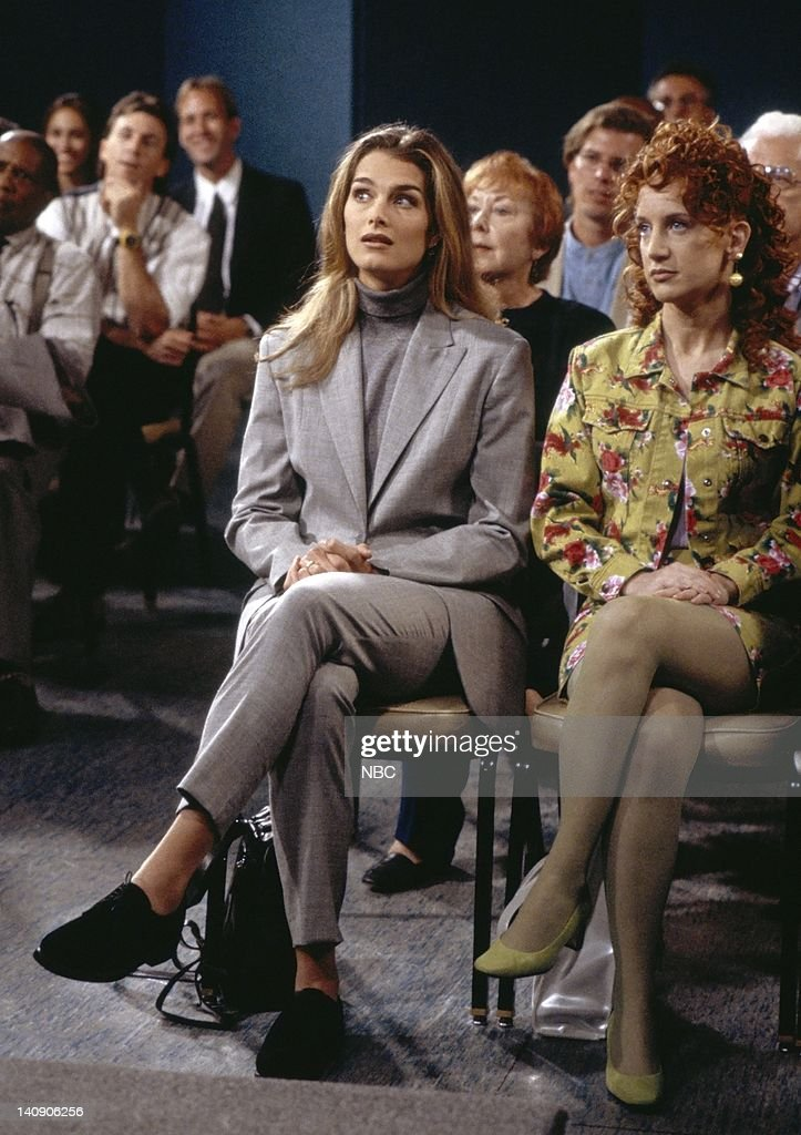 SUSAN 'Dr No' Episode 2 Aired 10/3/96 Pictured Brook Shields as Susan Keane Kathy Griffin as Vicki Groener Photo by Alice S Hall/NBCU Photo Bank