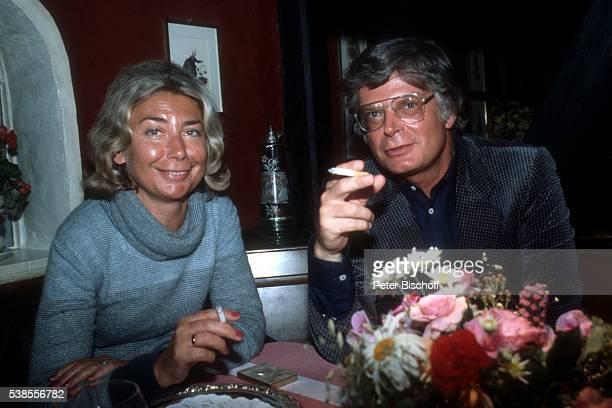 Dr Peter Krohn Ehefrau Doris Krohn Urlaub am beim Abendessen im Restaurant 'Landhaus Stricker' in Tinnum auf NordseeInsel Sylt Deutschland