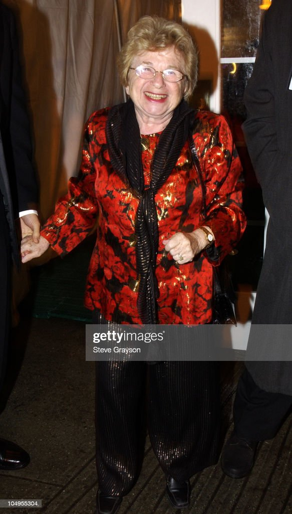 2003 Clive Davis Pre-GRAMMY Party - Outside Arrivals