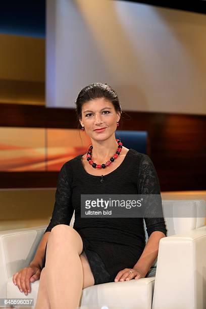 Dr Sahra Wagenknecht in der ARDTalkshow ANNE WILL am in BerlinThema der Sendung Tsipras lässt das Volk abstimmen Provokation oder Chance für Europa