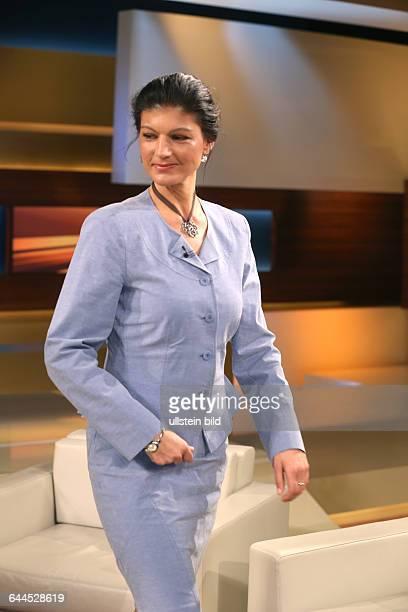 Dr Sahra Wagenknecht in der ARDTalkshow 'Anne_Will' am in BerlinThema der Sendung Griechenland am Abgrund Stolpert die Regierung Tsipras einen...