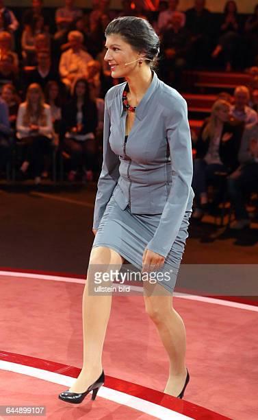 Dr Sahra Wagenknecht in der ARDTalkshow GÜNTHER JAUCH am in BerlinThema der Sendung Countdown zum Staatsbankrott Ð Scheitert die GriechenlandRettung