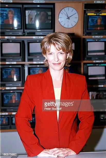 Dr Susanne Holst ARDNachrichtenHamburg Studio der Tagesschau MonitorFernsehstudio