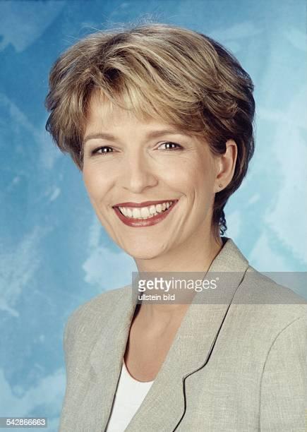 Dr Susanne Holst moderiert die Sendung 'N3 ab 4' und die Beiträge 'DAS tut gut' in der Sendung 'DAS' Aufgenommen 1998