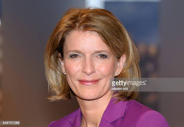 Dr Susanne HOLST Physician and TVJournalist