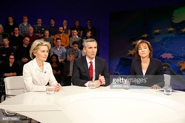 Dr Ursula von der Leyen Jens Stoltenberg mit Maybrit Illner in der ZDFTalkshow 'Maybrit_Illner' am in BerlinThema der Sendung Russland gegen den...