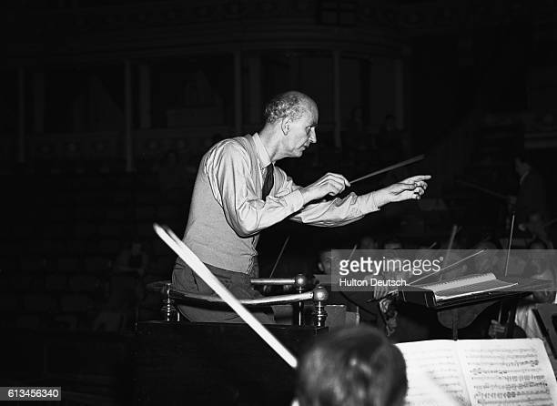 Dr Wilhelm Furtwangler conducts the Vienna Philharmonic Orchestra September 28 1948