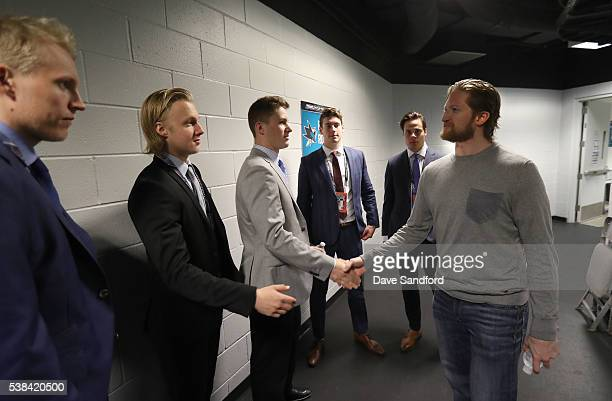 Draft prospects Patrik Laine Alexander Nylander Matthew Tkachuk PierreLuc Dubois and Auston Matthews meet defenseman Paul Martin of the San Jose...