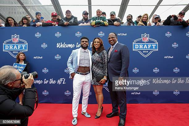 Draftee Ezekiel Elliott of Ohio State arrives with his mom Dawn and father Stacy to the 2016 NFL Draft on April 28 2016 in Chicago Illinois