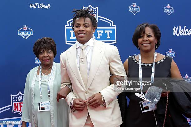 Draftee Vernon Hargreaves III arrives with family to the 2016 NFL Draft at the Auditorium Theatre of Roosevelt University on April 28 2016 in Chicago...
