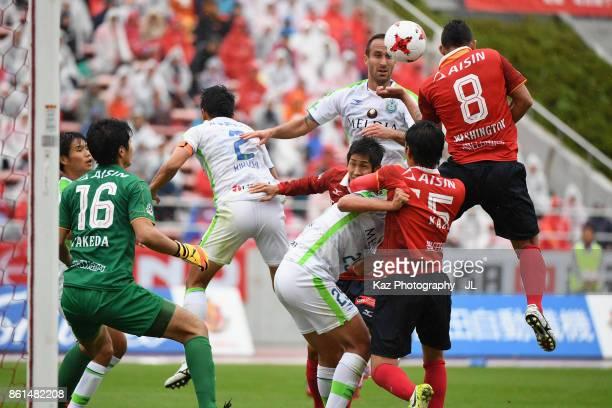 Dragan Mrdja of Shonan Bellmare and Washington of Nagoya Grampus compete for the ball during the JLeague J2 match between Nagoya Grampus and Shonan...