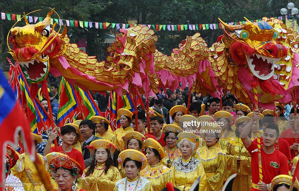 Dragon dancers perform during a ceremony to mark the 224th anniversary of Vietnam's Dong Da victory over Chinese invading troops in the spring of 1789 at the site of the historical battlefield in Hanoi on February 14, 2013. AFP PHOTO/HOANG DINH Nam