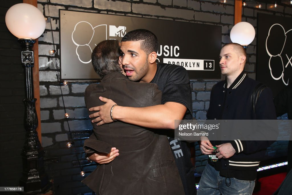 <a gi-track='captionPersonalityLinkClicked' href=/galleries/search?phrase=Drake+-+Entertainer&family=editorial&specificpeople=6927008 ng-click='$event.stopPropagation()'>Drake</a> attends the 2013 MTV Video Music Awards at the Barclays Center on August 25, 2013 in the Brooklyn borough of New York City.