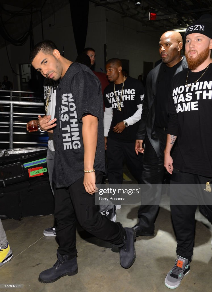 <a gi-track='captionPersonalityLinkClicked' href=/galleries/search?phrase=Drake+-+Artist&family=editorial&specificpeople=6927008 ng-click='$event.stopPropagation()'>Drake</a> attends the 2013 MTV Video Music Awards at the Barclays Center on August 25, 2013 in the Brooklyn borough of New York City.