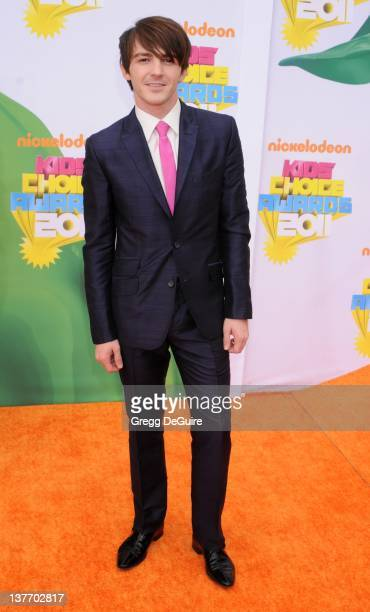 Drake Bell arrives on the orange carpet at the Nickelodeon Kids' Choice Awards 2011 at USC's Galen Center April 2 2011 in Los Angeles California
