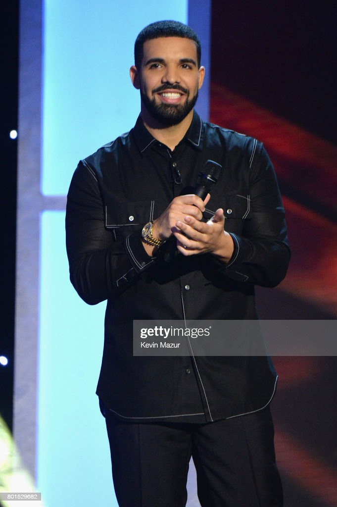 Drake hosts the 2017 NBA Awards Live on TNT on June 26, 2017 in New York, New York. 27111_002