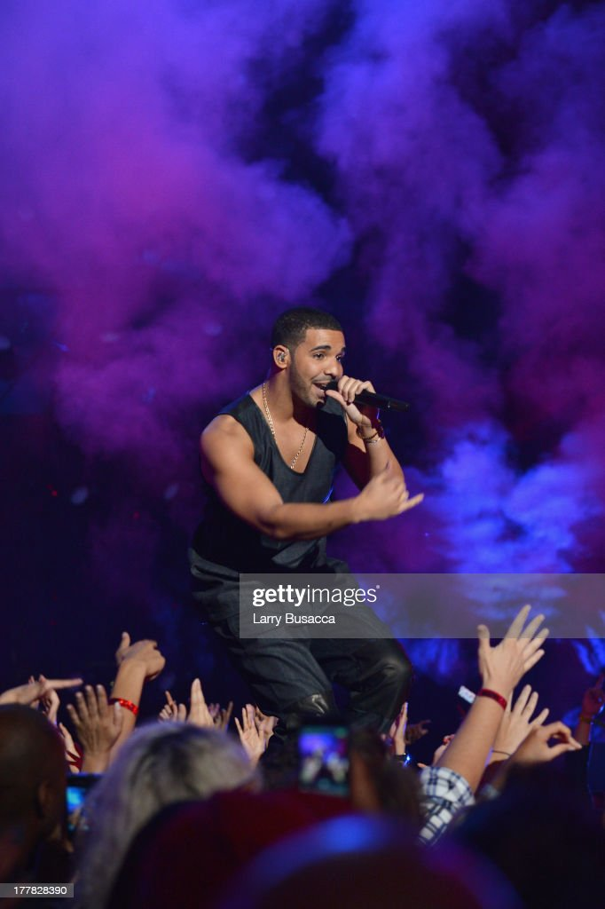 <a gi-track='captionPersonalityLinkClicked' href=/galleries/search?phrase=Drake+-+Entertainer&family=editorial&specificpeople=6927008 ng-click='$event.stopPropagation()'>Drake</a> performs during the 2013 MTV Video Music Awards at the Barclays Center on August 25, 2013 in the Brooklyn borough of New York City.