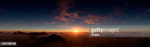 Puesta de sol espectacular y majestuoso
