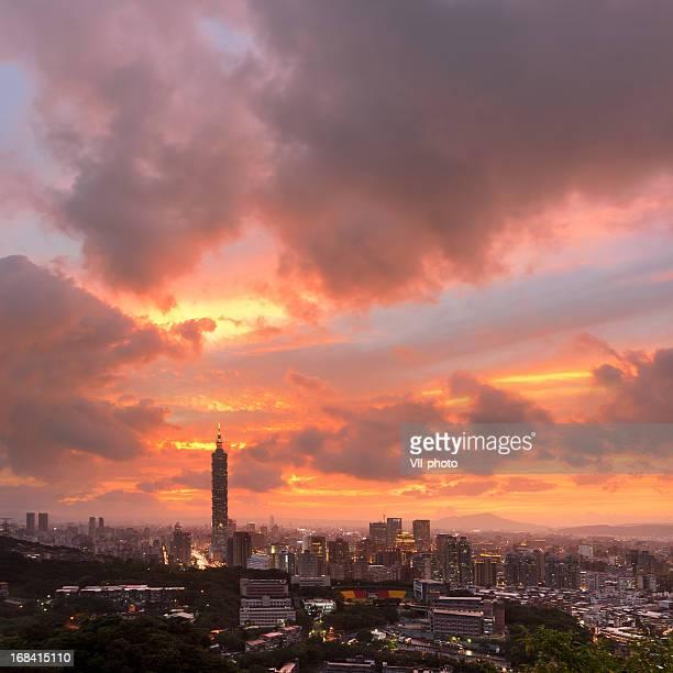 Eindrucksvolle skyline der Stadt in Taipeh
