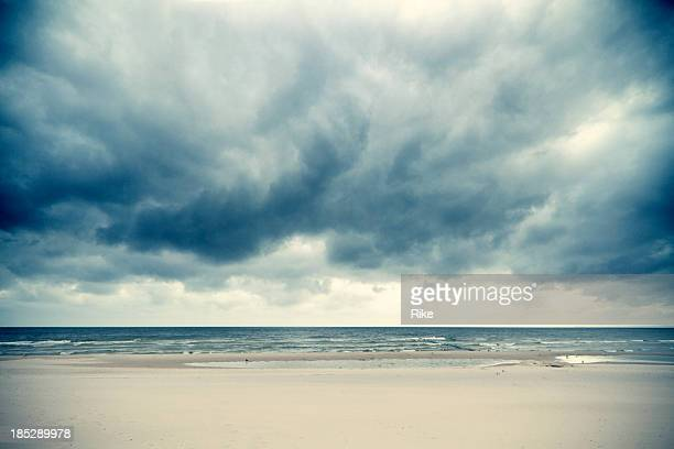 Dramatische Wolken über der Ostsee