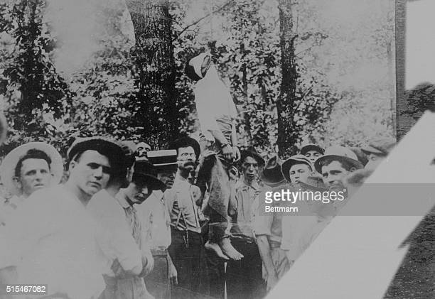 Dramatic scene connected with the lynching of Leo Frank