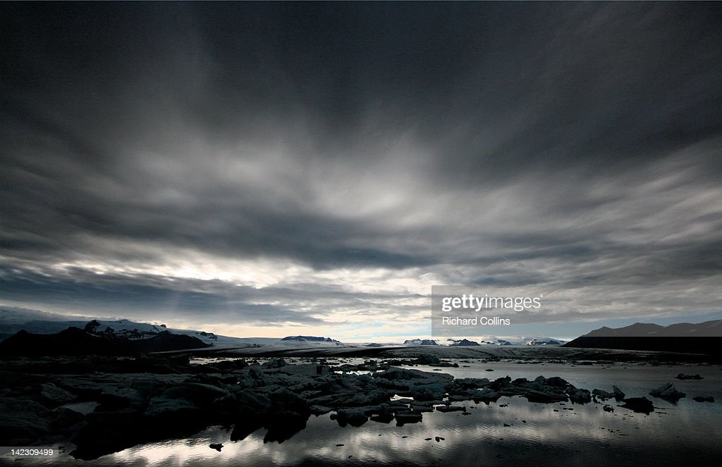 Dramatic sky over Jokulsarlon lagoon : Stock Photo