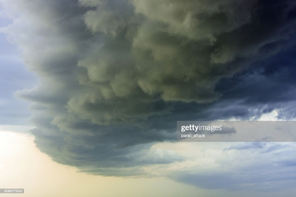 Dramatic storm clouds : Stockfoto