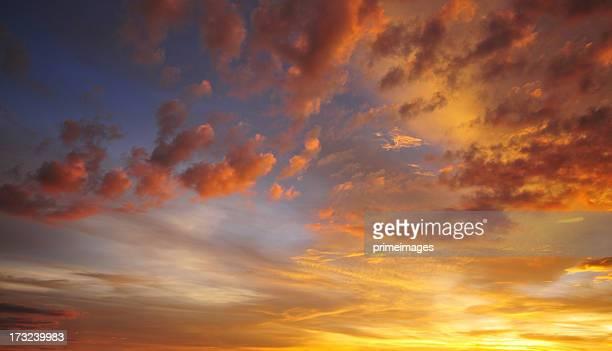 Dramatique ciel coucher de soleil
