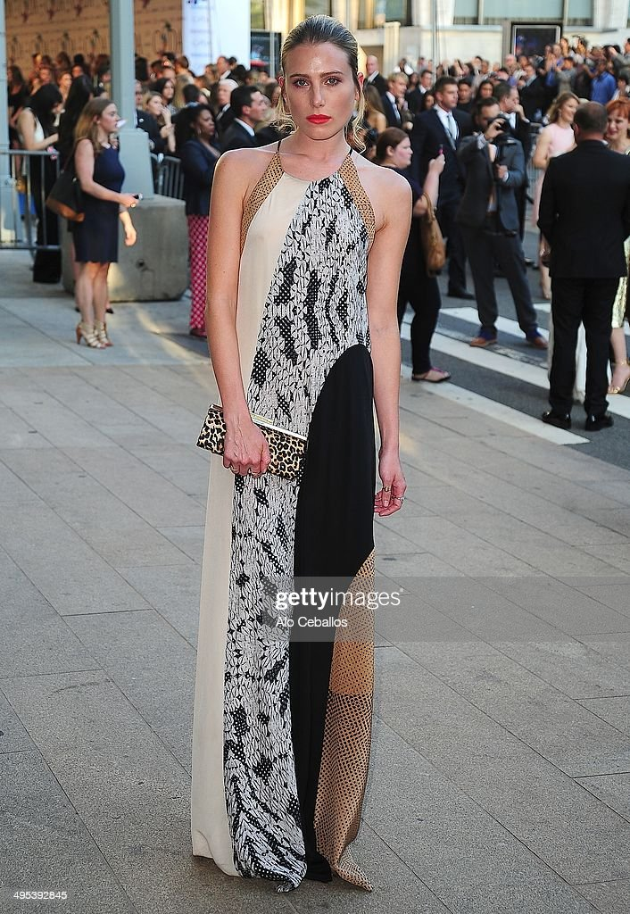 <a gi-track='captionPersonalityLinkClicked' href=/galleries/search?phrase=Dree+Hemingway&family=editorial&specificpeople=5650645 ng-click='$event.stopPropagation()'>Dree Hemingway</a> attends the 2014 CFDA Fashion Awards>> at Alice Tully Hall, Lincoln Center on June 2, 2014 in New York City.