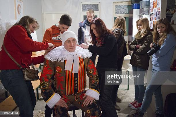 Dressing at home for the Binche Carnival Preparation preparations put the dress The carnival of Binche is an event that takes place each year in the...